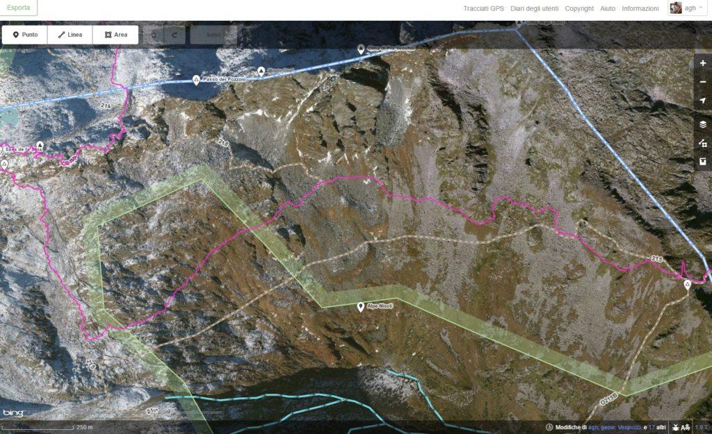 In alto la traccia GPS del sentiero 215, in basso la tracciatura su OSM